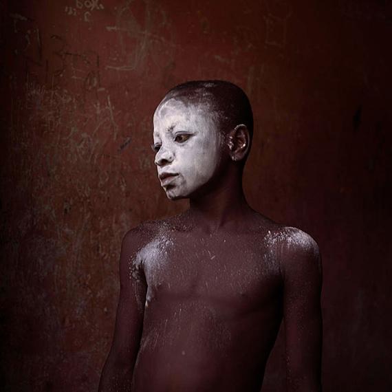 Denis Dailleux: Enfant en talc, Nimela, Ghana. 2016. C-Print, 38 x 38 cm, Ed. 12