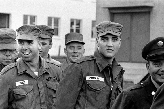 Elvis Presley in Friedberg, Hessen, 1958 © Robert Lebeck