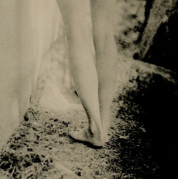 """Jambes 1 (Rebecca) © Isa Marcelli"