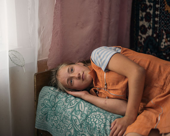 "Nanna Heitmann: Hiding from Baba Yaga © Nanna Heitmanncourtesy VONOVIA AWARD FÜR FOTOGRAFIE 2019 (Shortlist ""Beste Fotoserie"" 2019)"