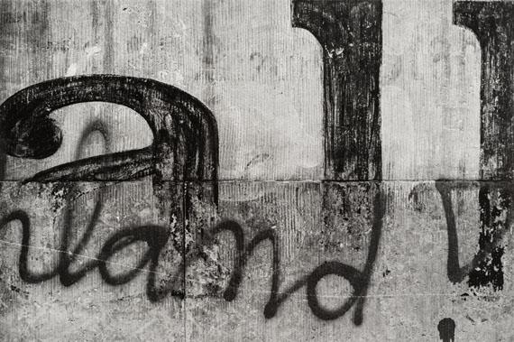 """Christian BorchertElbfront """"Ballhaus Watzke"""" in Pieschen, aus: Tektonikder Erinnerung, 1991Silbergelatineabzug25,1 x 37,8cmStaatliche Kunstsammlungen Dresden, Kupferstich-Kabinett© SLUB Dresden I Deutsche Fotothek"""