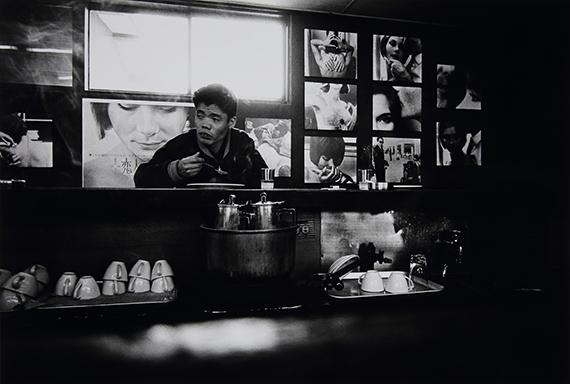 Takanashi Yutaka: aus der Serie Toshi-e (Towards the City), 1974Museum der Moderne Salzburg © Takanashi Yutaka, Foto: Rainer Iglar