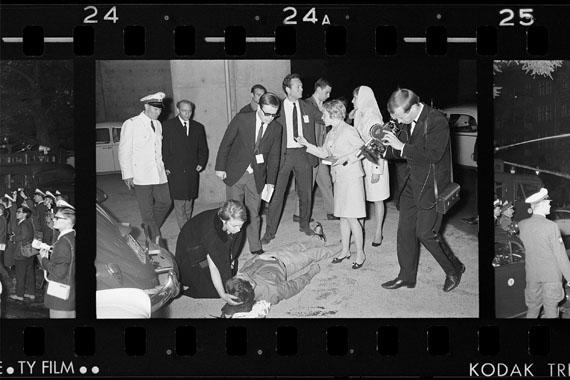 """Arwed MessmerAuszug aus der Arbeit """"Berlin, 1966-70"""", 2017AM_SCHUPO_Film_1813_23A_24A_25A (2. Juni 1967)Edition und Bearbeitung; Quelle: Polizeihistorische Sammlung Berlin"""