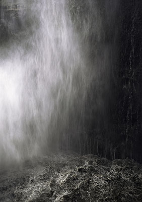 Nina PohlUntitled (Wasser fallend), 2004C-print/Diasec257,5 x 183,5 cm