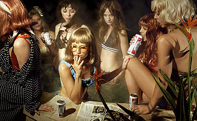 Susie & friends, 2008 © Alex Prager courtesy Michael Hoppen Contemporary