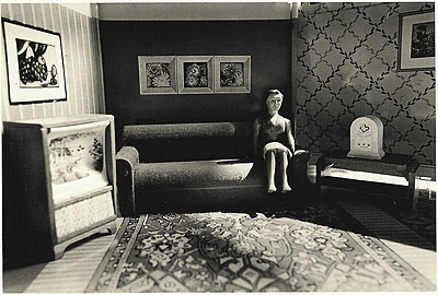 Laurie Simmons, Woman listening to the radio, 1978