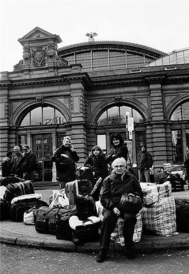 Warten auf den Bus am Hauptbahnhof Südseite, Fotografie von Heiko Arendt, 2008