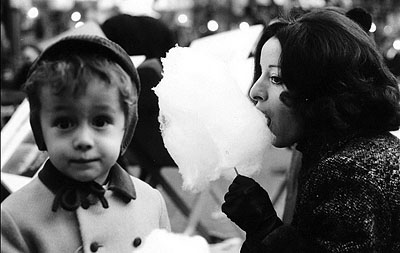 I bambini ci guardano, 1969, tirage argentique, 50 x 60 cm, Ed. 3 ex.
