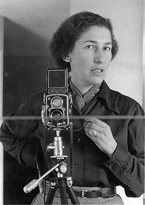 Gisèle Freund, Selbstportrait mit Kamera, Mexiko Stadt, 1950