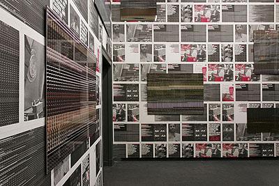 M+M, Panic Room, 2008, Rauminstallation mit Fototableaus aus der Serie