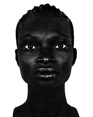 Sans titre Série : Femmes noires, 2001 © Valérie Belin