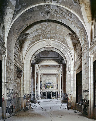 Andrew Moore, Detroit Train Station, 2008, 30x40cm, €385