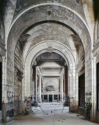 Andrew Moore, Detroit Train Station, 2008, 30x40cm, €385