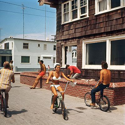 Leroy Grannis, Hermosa Beach Strand. 1967© Leroy Grannis. Courtesy M+B, Los Angeles.