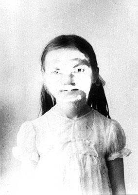 Jozef Robakowski, Portrait of the Favorite Daughter, 1972, vintage print, 14x20,3 cm, Courtesy: ZAK I BRANICKA