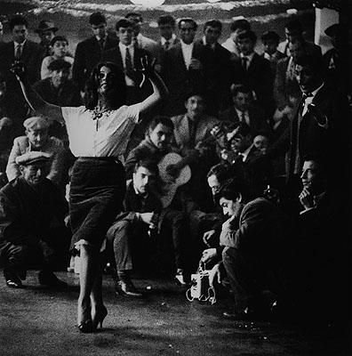 Mariage gitan, Arles 1963Silver Gelatin Print© Lucien ClergueCourtesy Galerie Bernheimer