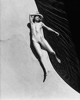 Rachele Poolside, Hollywood California 2000 © George Holz