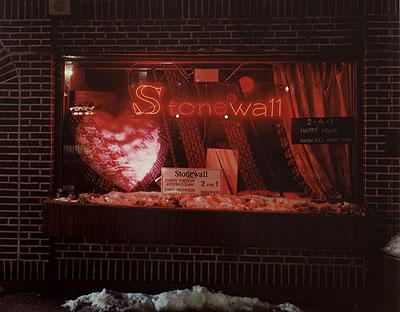 Joel SternfeldThe Stonewall Inn, 53 Christopher Street, New York, February 1994aus der Serie: On This Site / TatorteC-Print, Ed. 5/745,7 x 59 cm courtesy of the artist, Buchmann Galerie, Berlin and Luhring Augustine, New York