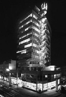El-Al House, one of the first high buildings in Tel Aviv, 1964© Rudi Weissenstein // Courtesy Pri-Or Photo House 2009