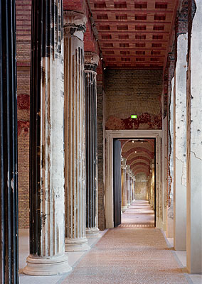 © ROBERT POLIDORI, NEUES MUSEUM, BERLIN, 2009