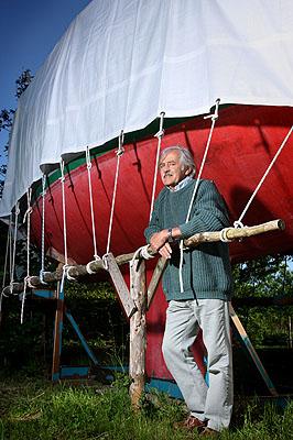 Wilfried Erdmann, 69, Weltumsegler, aus der Serie SILVER HEROES, Goltoft, D2009 © Karsten Thormaehlen