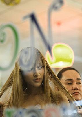 Mädchen im Beauty-Salon, C-Print, 2005-2008