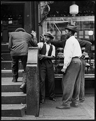 Andreas FeiningerArmdrücken in Harlem, New York, 1940Photo by Andreas Feininger © AndreasFeiningerArchive.com