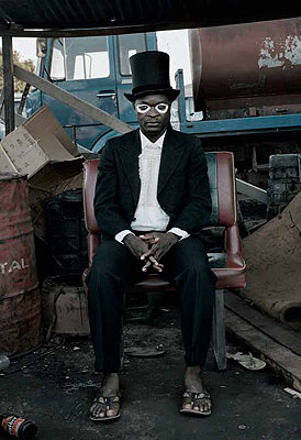 Pieter HUGO (South Africa), Série Nollywood, Emeka Onu. Enugu, Nigeria, 2008 © Pieter Hugo/Michael Stevenson Gallery