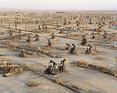 Oilfields #19a, Belridge, California, USA, 2003 © Edward Burtynsky, courtesy Torch Gallery Amsterdam & Nicholas Metivier Gallery Toronto