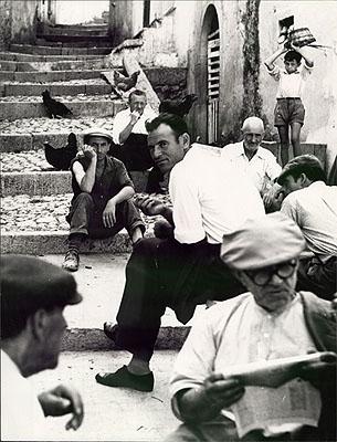 Mario GiacomelliPuglia (ca.1957)Silbergelatine, signiert, 39,6 x 30,4cmStartpreis: 1.800 EURSchätzpreis: 3.000 - 3.500 EUR