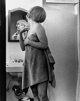Cindy ShermanUntitled Film Still #2, 1977Schwarzweißfotografie / b&w photograph95,5 x 70 cmSammlung / Collection Kunstmuseum Wolfsburg© Cindy Sherman