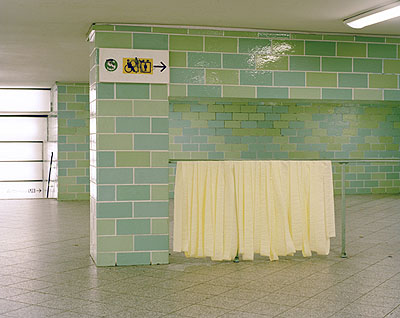 Lukas Hoffmann, '3935C', aus der Serie 'if there were images attached they will not be displayed', 2007-9, Inkjet Print