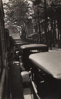 Germaine Krull, PARISIAN STREET SCENE, c. 1930.
