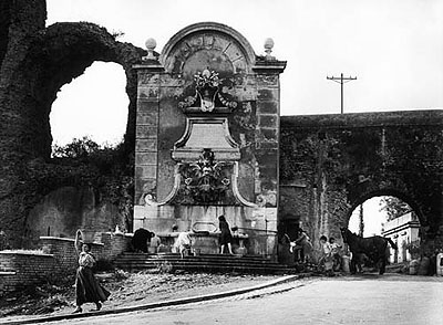 © William Klein: The aqueduct in via del Mandrione and in via di Porta Furba, 1957.