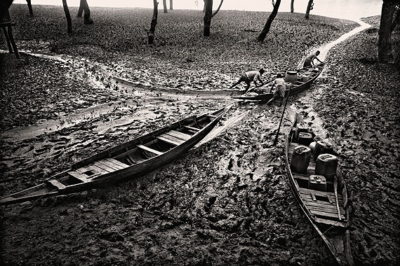 Munem Wasif, Salt Water Tears : Lives Left Behind in Satkhira, Bangladesh (© Prix Pictet Ltd)