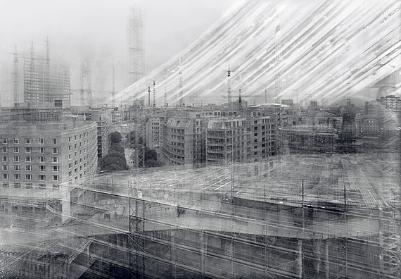 Michael Wesely, Potsdamer Platz, Berlín, 1997-1998. Courtesy of the artist. © Michael Wesely