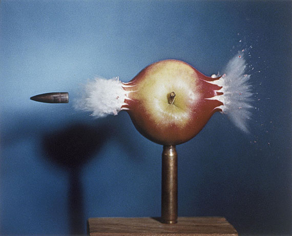 Shooting The Apple, 1964. Palm Press Inc. © Harold & Esther Edgerton Foundation, 2010