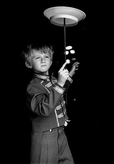 the juggler, 2008, Gelatin Silver Print, 40x60 cm, Edition 8+2 AP © Petra Arnold