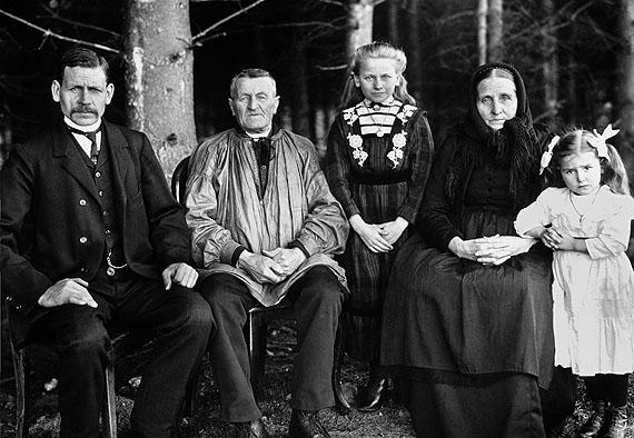 August Sander, Bauerngeneration, 1912©Die Photographische Sammlung/SK Stiftung Kultur – August Sander Archiv, Köln; VG Bildkunst, Bonn 2010