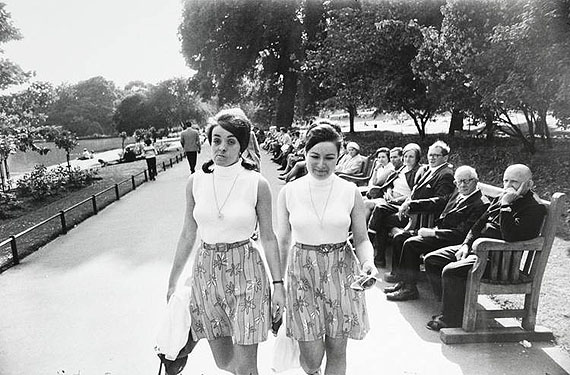 Garry Winogrand: WOMEN ARE BEAUTIFUL1975 © Garry Winogrand courtesy CAMERA WORK, Berlin