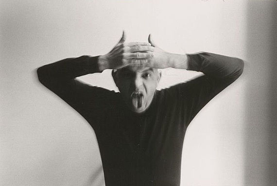 Duane MichalsSelfportrait as a Devil, 1972Silbergelatine Baryt20,4 x 25,2 cm (Blatt), 12,4 x 18 cm (Darstellung)© Duane Michals