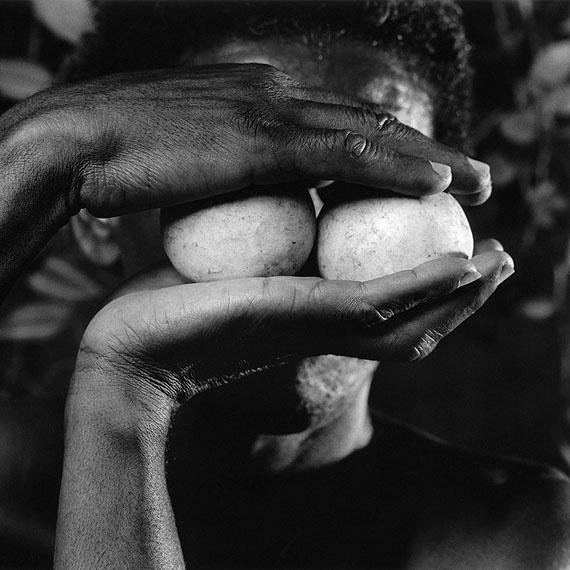 Máscara X, 1993© Mario Cravo Neto. Courtesy Galerie Esther Woerdehoff