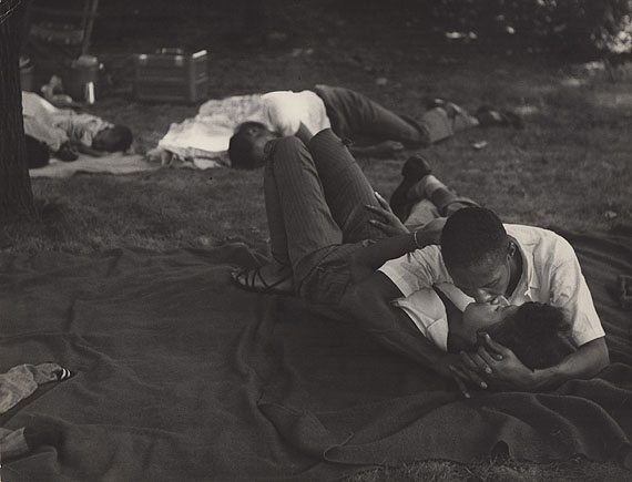 Leon Levinstein, Bear Mountain Park, Circa 1950© Howard Greenberg Gallery, New York