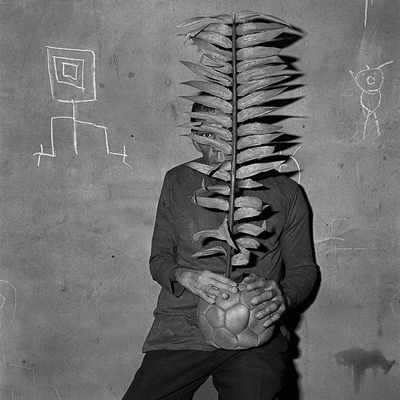 © Roger Ballen: Perpetrator, 2003aus der Serie: Shadow ChamberGelatineentwicklungspapier, 36 x 36 cm