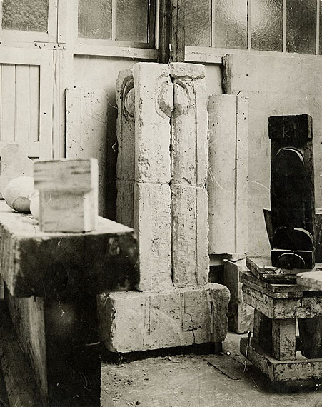 """Constantin Brancusi""""LA COLONNE DU BAISER, FRAGMENT"""" (View of the studio). Circa 1917Vintage or Early gelatin silver print. 27,2 x 21,7 cm. Titled in pencil on the reverse by Barbu Brezianu as well as collection stamp: """"FOND BARBU BREZIANU"""""""