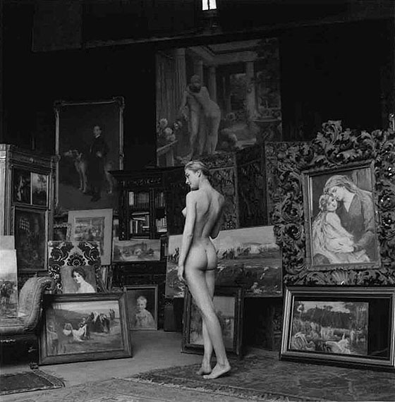 Jeanloup SieffNu pompier, Paris, 1956Gelatin Silver Print, printed later Verso stamped and signed by the Estate49,5 x 39,5 cm© The Estate of Jeanloup SieffCOURTESY BERNHEIMER FINE ART PHOTOGRAPHY