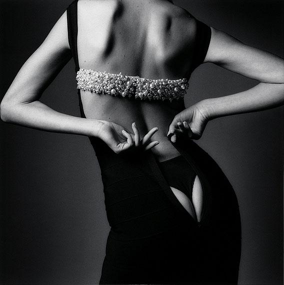 Jeanloup SieffLa robe trop étroite, Paris, 1995VintageNot signed40 x 50 cm