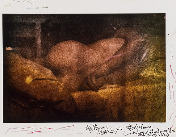 Mark MorrisroeAfter the Laone (In the Home of a London Rubber Fetishist, Dec 82), 1982C-Print von Sandwich-Negativ, bearbeitet mit Retuschefarben und Marker, 39.5 x 50.6 cm© Nachlass Mark Morrisroe (Sammlung Ringier) im Fotomuseum Winterthur