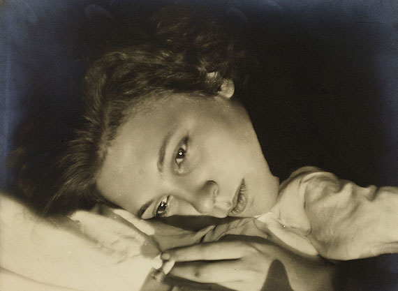 Lot 755Germaine Krull 310508Berthe Krull. 1927Vintage, gelatin silver print, 16,6 x 22,8 cm