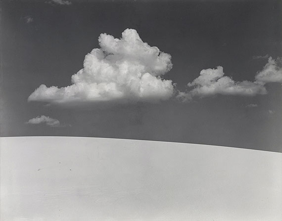 "Lot 1432  Edward Weston (1886 Highland Park, Illinois - 1958 Wildcat Hill)""White Sands"". New Mexico 1941. Vintage. Gelatinesilberabzug. Passepartout. 19,3 x 24,3cm (20,3 x 25,3cm). Schätzpreis $ 27.800 - 34.750 / € 20.000 - 25.000"
